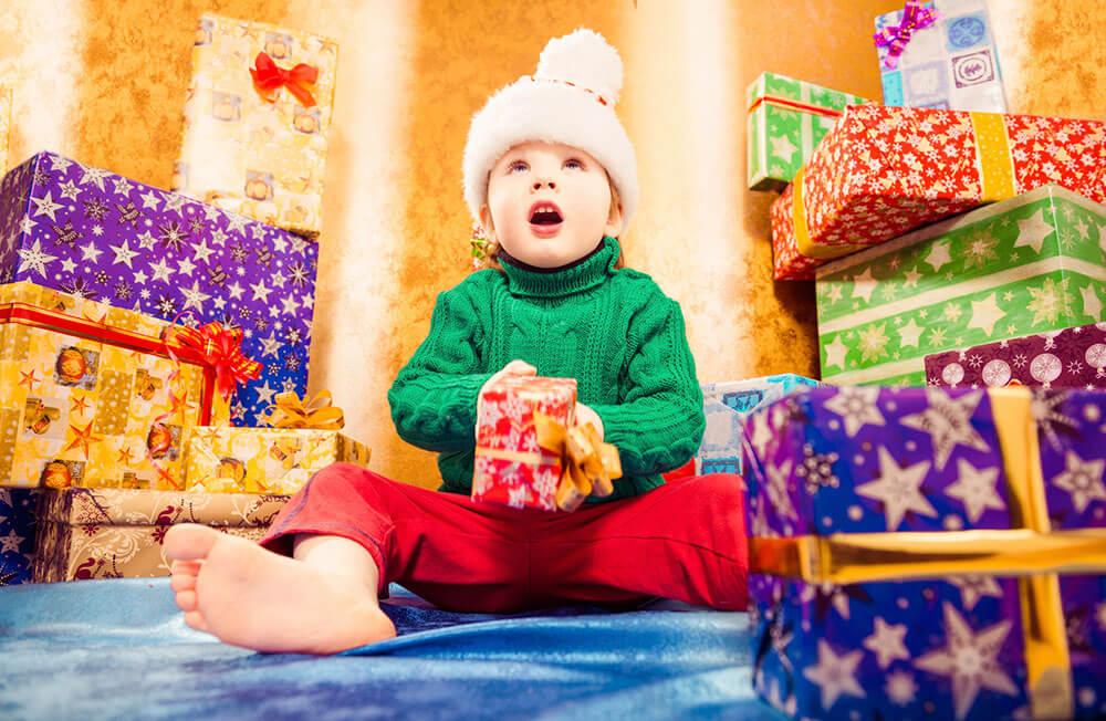 Ilusión de los niños con los regalos