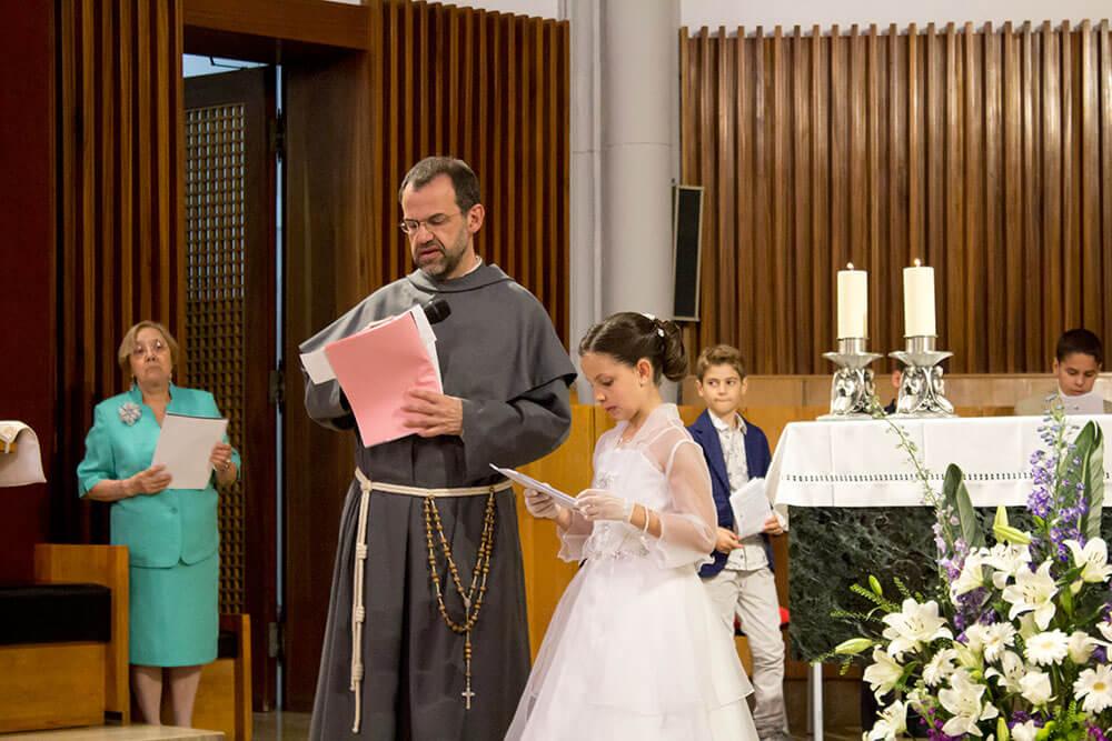 Reportaje de comunión en la iglesia