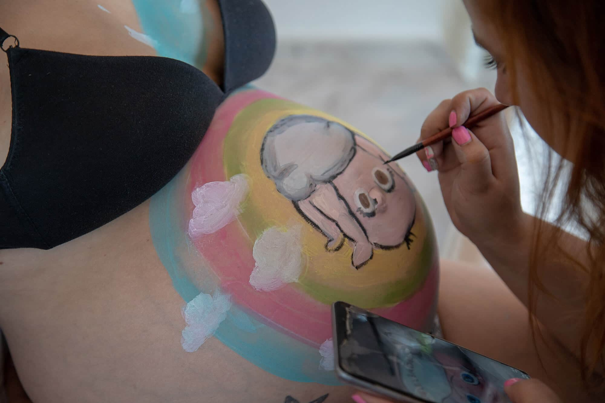 Dibujo de belly painting personalizado en Granollers