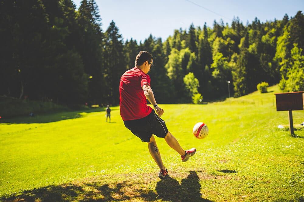 Reportaje padre jugando deporte