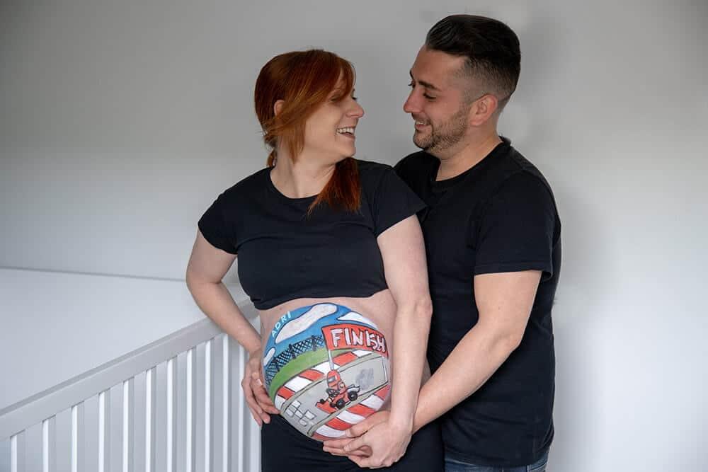 Fotografía en pareja de belly painting