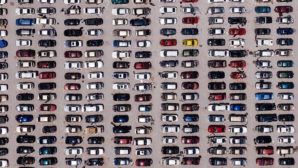 Fotografía aérea de coches
