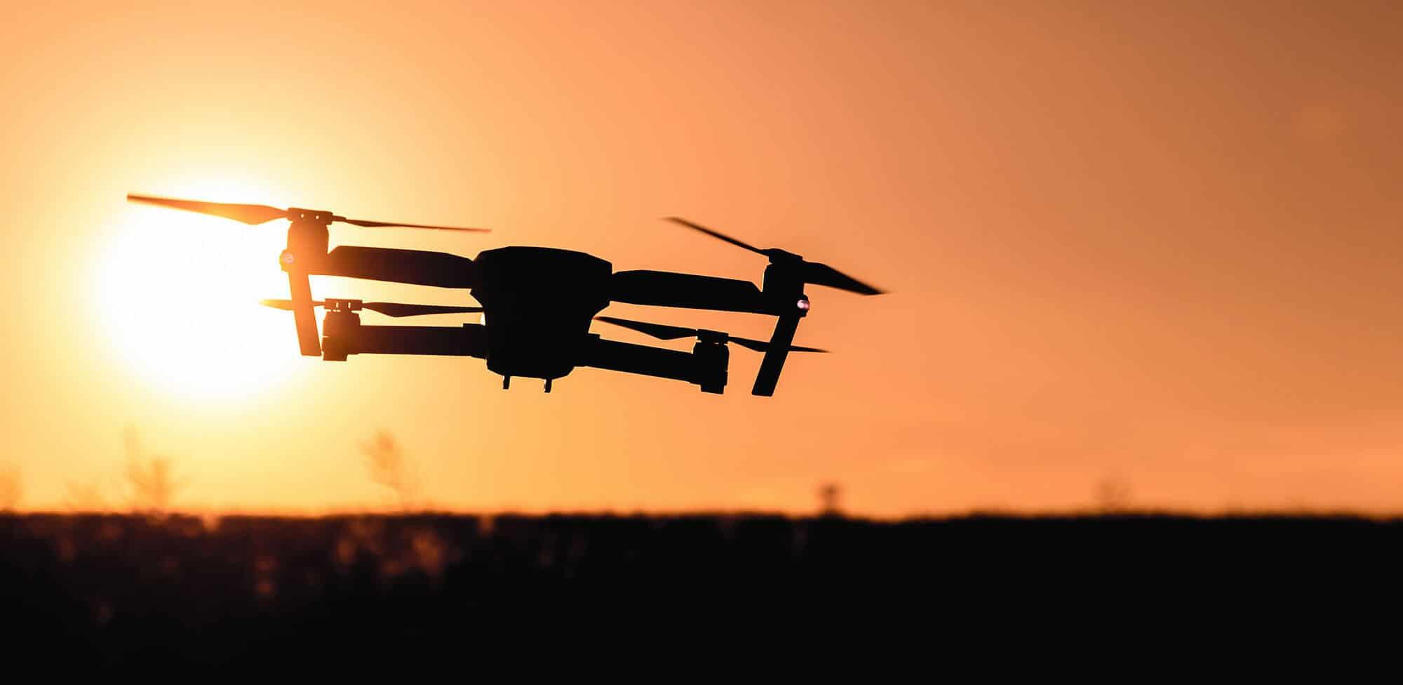 Fotografía drone con puesta de sol