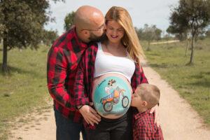 Dibujo pintado barriga embarazada Granollers
