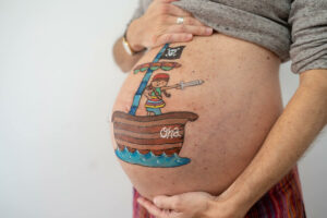 Dibujo pintado barriga embarazada Mollet